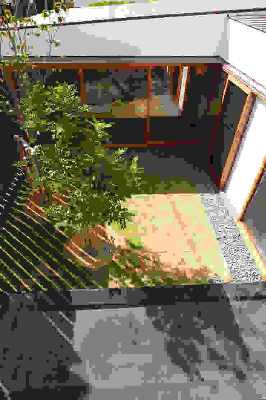 Modern Garden by 株式会社コヤマアトリエ一級建築士事務所 Modern