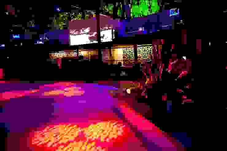 Casa noturna Privilège Angra dos Reis Varandas, alpendres e terraços tropicais por Mascarenhas Arquitetos Associados Tropical
