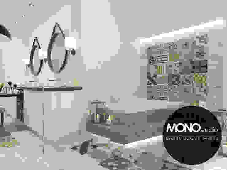 Phòng tắm phong cách Bắc Âu bởi MONOstudio Bắc Âu Gỗ-nhựa composite