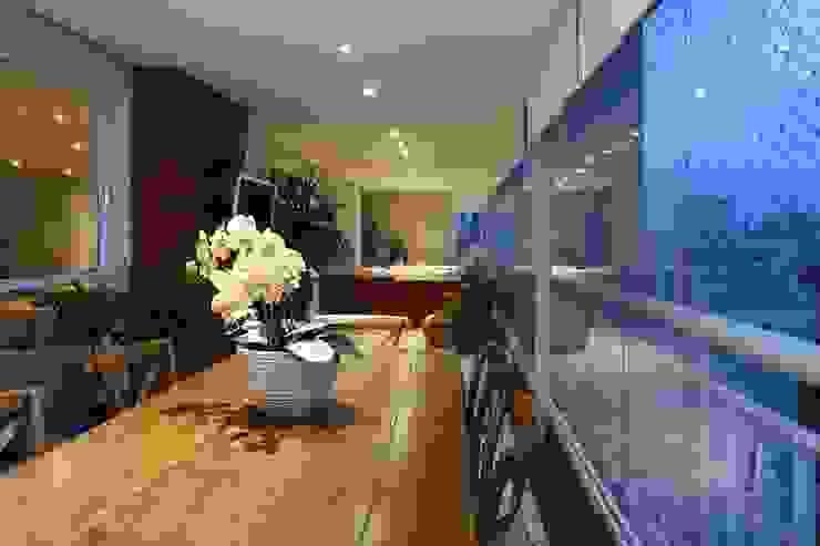 Danielle Tassi Arquitetura e Interiores Rustikaler Balkon, Veranda & Terrasse