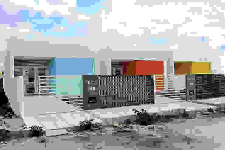 Case in stile minimalista di Martins Lucena Arquitetos Minimalista