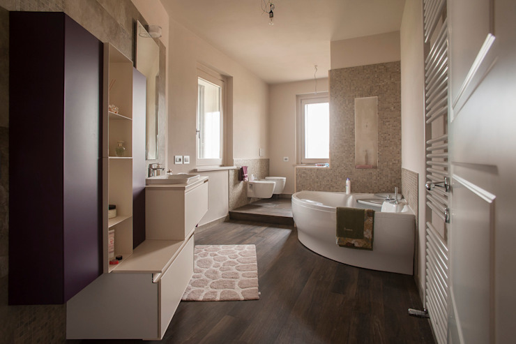 Bathroom by Paolo Cavazzoli, Modern