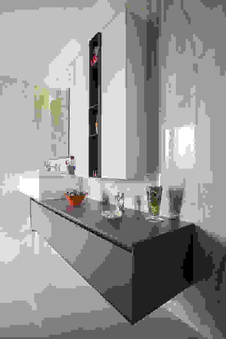 Modern bathroom by Paolo Cavazzoli Modern