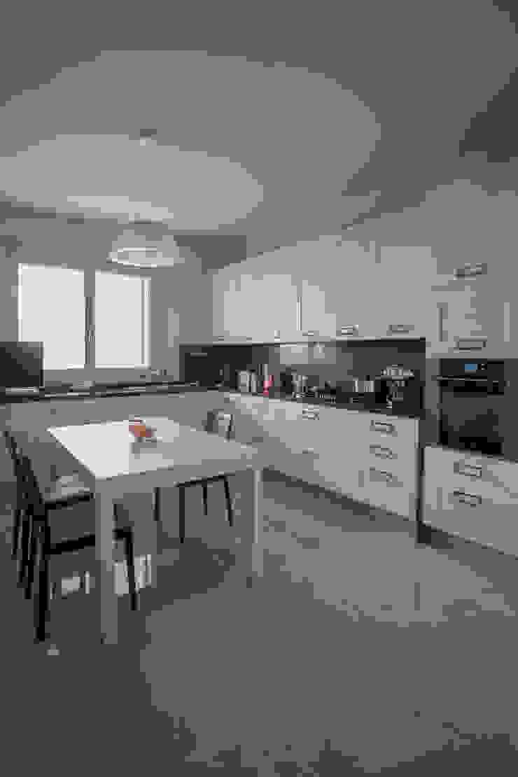 Modern kitchen by Paolo Cavazzoli Modern