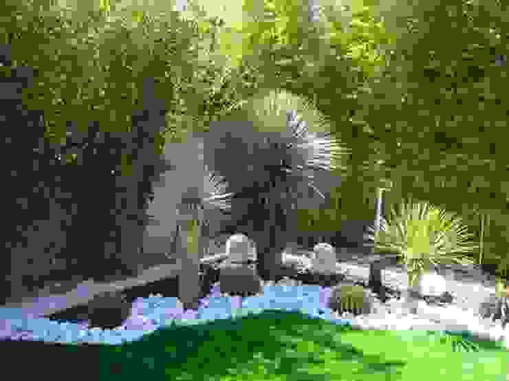 Vườn phong cách tối giản bởi FERNANDA GASTELUM Tối giản