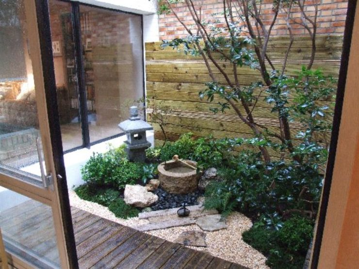 Minimalist style garden by FERNANDA GASTELUM Minimalist