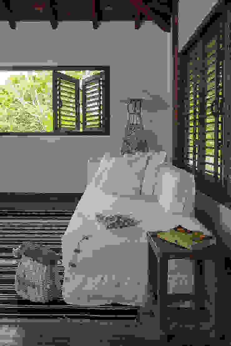 Vida de Vila Modern style bedroom Solid Wood White