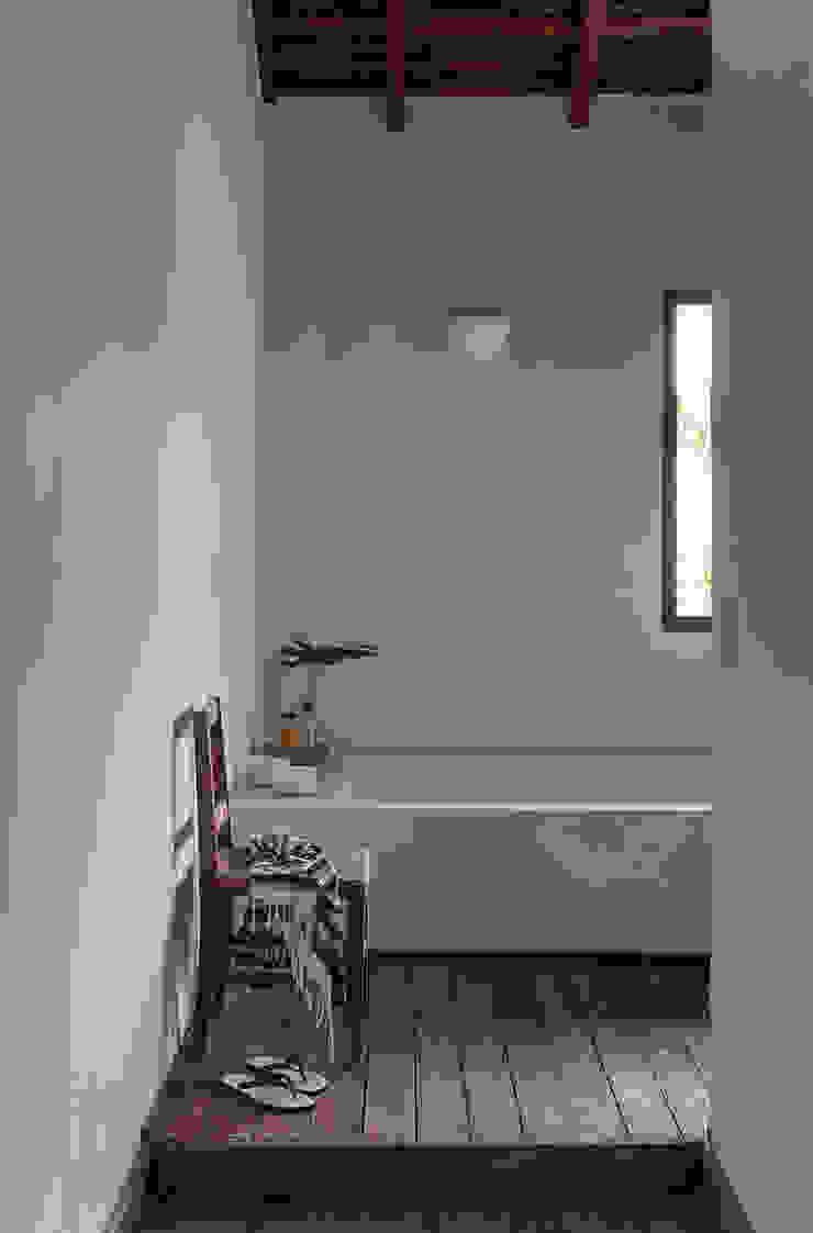 Vida de Vila Modern bathroom Solid Wood Grey