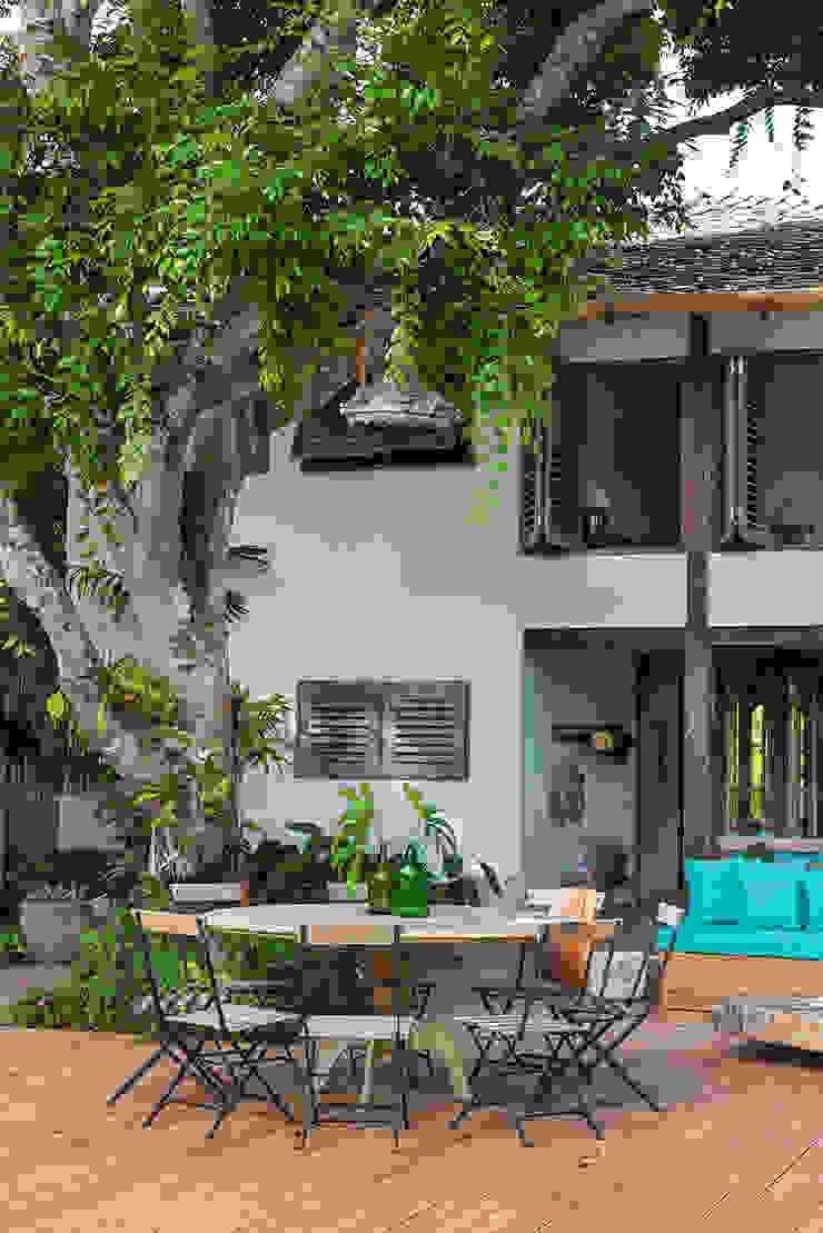 Vida de Vila Rustic style house White