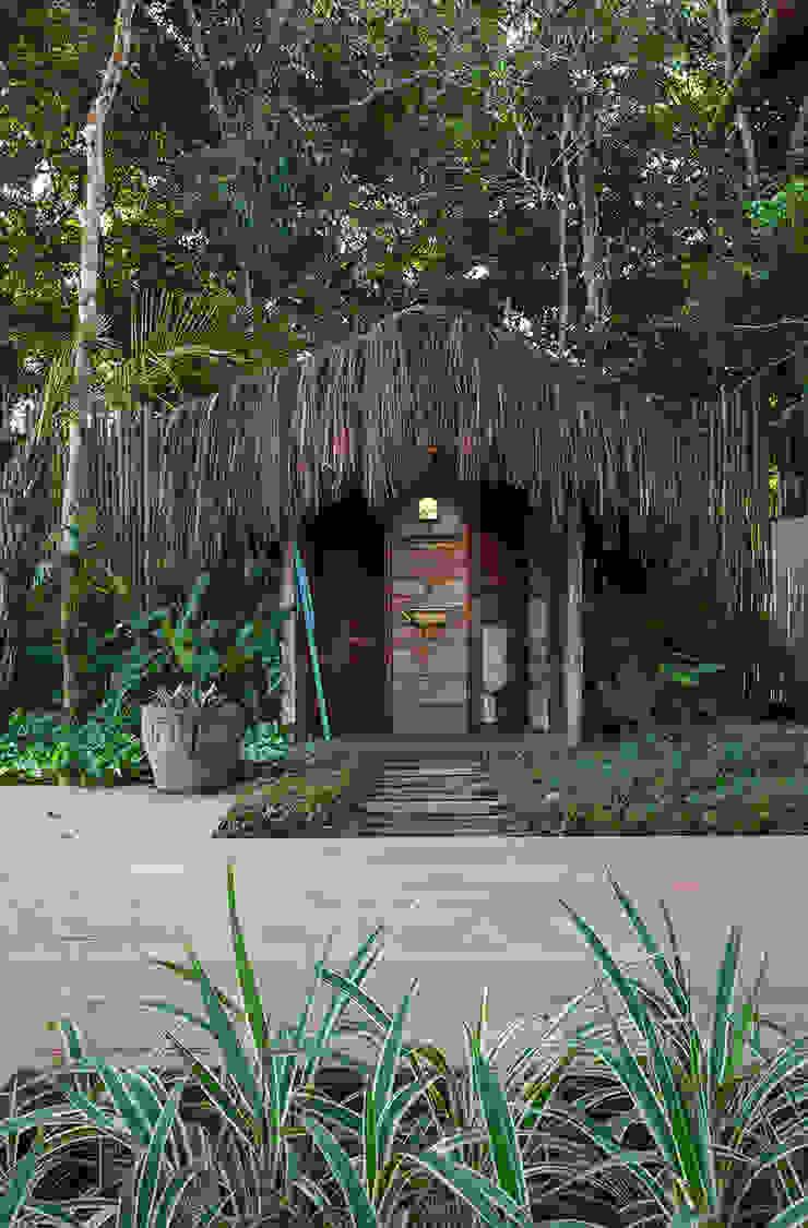 Vida de Vila Rustic style bathroom Solid Wood Brown