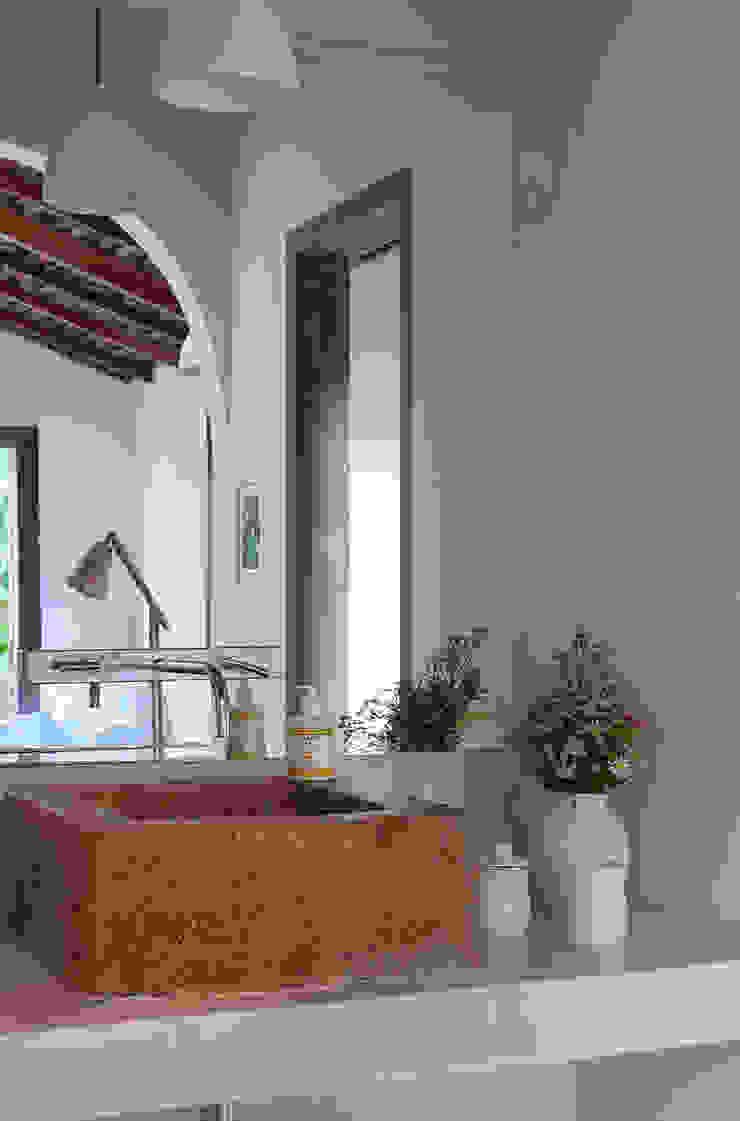Vida de Vila Rustic style bathroom Stone Grey