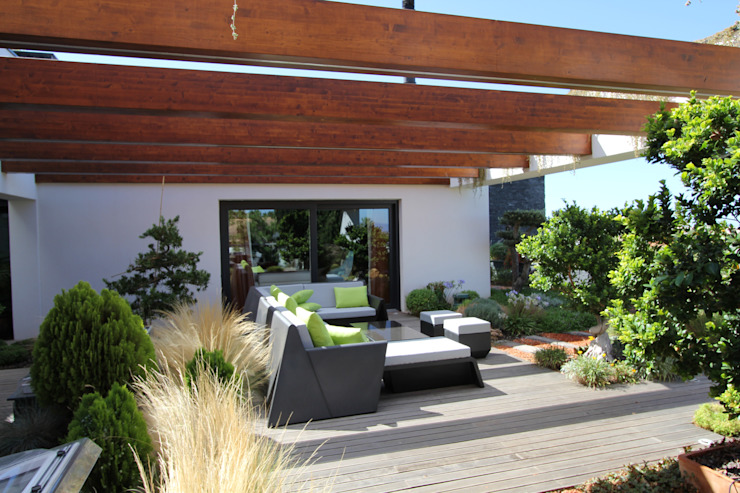 Modern Terrace by Riscos & Atitudes, Lda Modern Solid Wood Multicolored