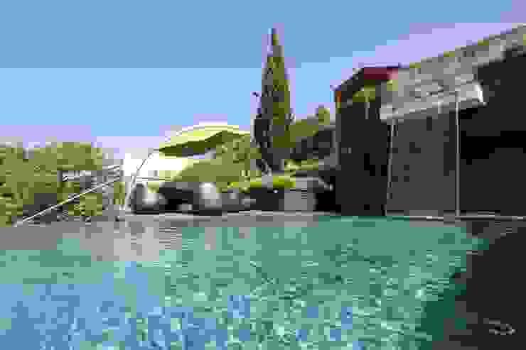 Casa Madeira Piscinas modernas por Riscos & Atitudes, Lda Moderno Ardósia