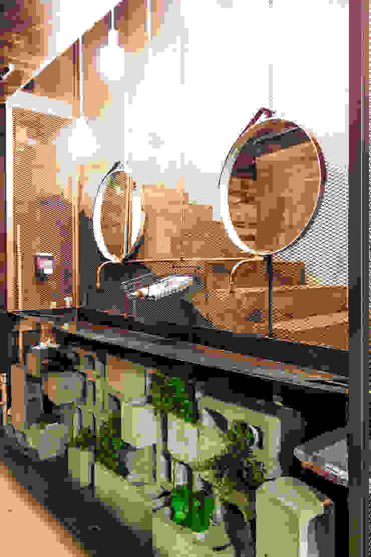 Baños industriales de SZTUKA Laboratorio Creativo de Arquitectura Industrial