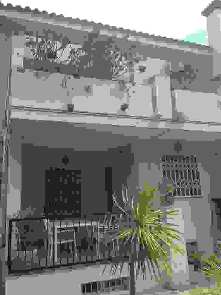 Antes de Casa de VV, en La Cañada Casas de estilo moderno de acertus Moderno