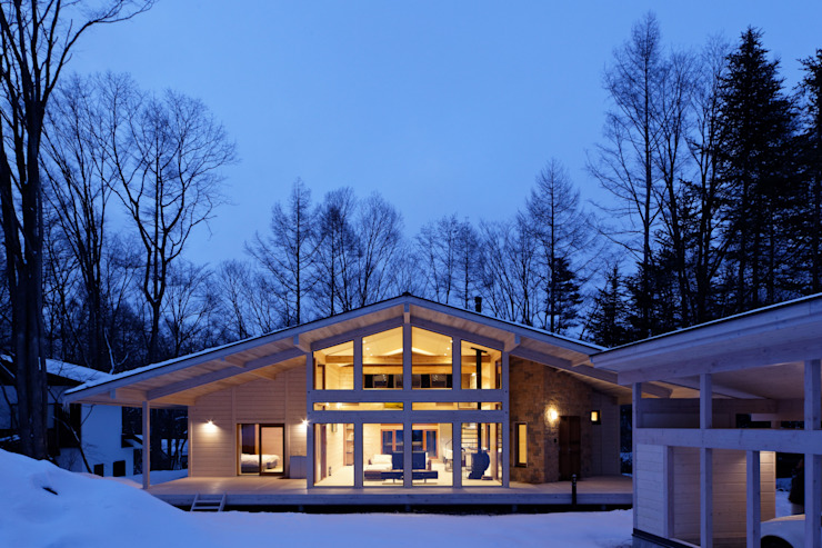 Moderne huizen van 株式会社山崎屋木工製作所 Curationer事業部 Modern