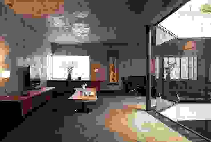 リビング モダンデザインの リビング の 松井建築研究所 モダン