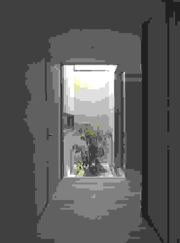 higashikurume kh-house モダンスタイルの 玄関&廊下&階段 の 株式会社コヤマアトリエ一級建築士事務所 モダン