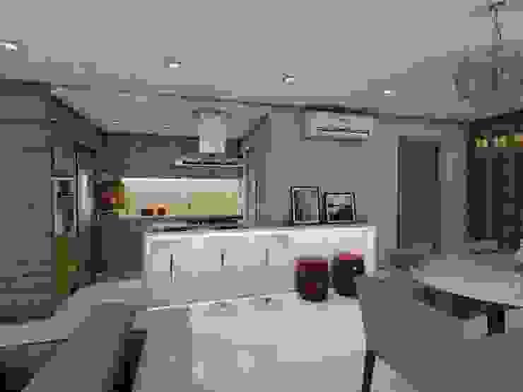 Projeto F & M Cozinhas modernas por Ricardo Cavichioni Arquitetura Moderno