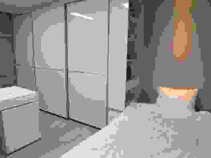 실용적인 수납과 공간활용 32py: 홍예디자인의  아이방