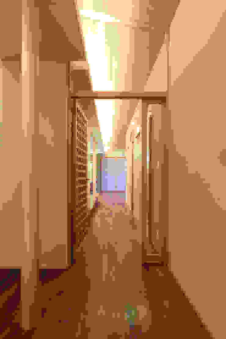 く形の切妻 和風の 玄関&廊下&階段 の studio SHUWARI 和風