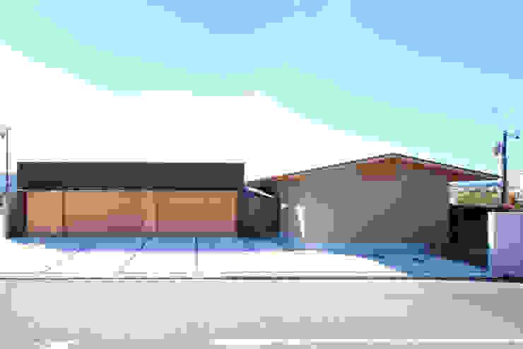 く形の切妻 日本家屋・アジアの家 の studio SHUWARI 和風