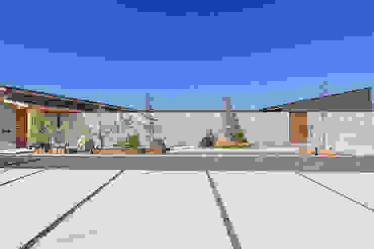 く形の切妻 アジア風 庭 の studio SHUWARI 和風