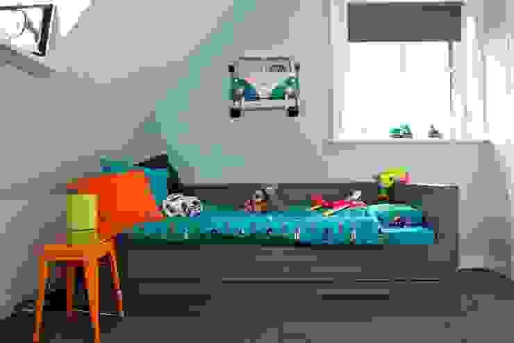 Slaapgedeelte in stoere jongenskamer Moderne kinderkamers van Aangenaam Interieuradvies Modern