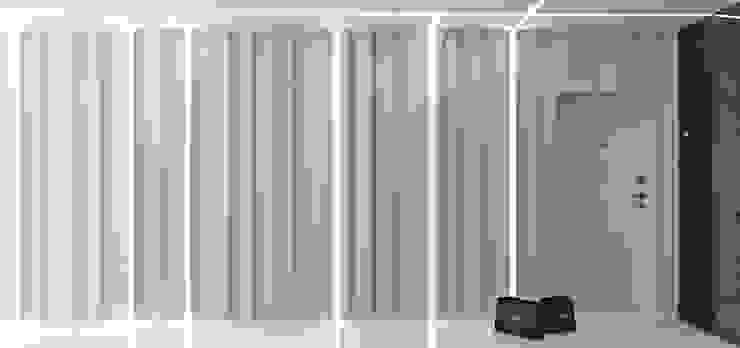 Квартира MINIMAL Коридор, прихожая и лестница в стиле минимализм от QUADRUM STUDIO Минимализм