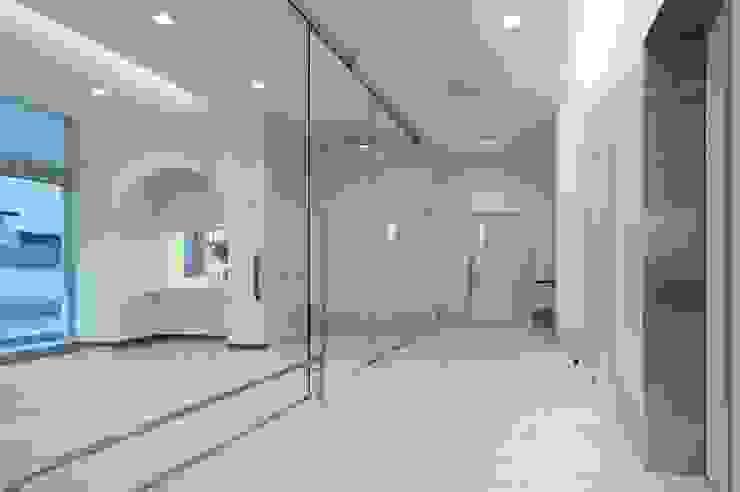 Clínicas modernas por 有限会社Y設計室 Moderno