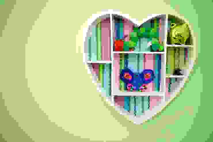 Kleurrijke decoratie meisjeskamer Moderne kinderkamers van Aangenaam Interieuradvies Modern