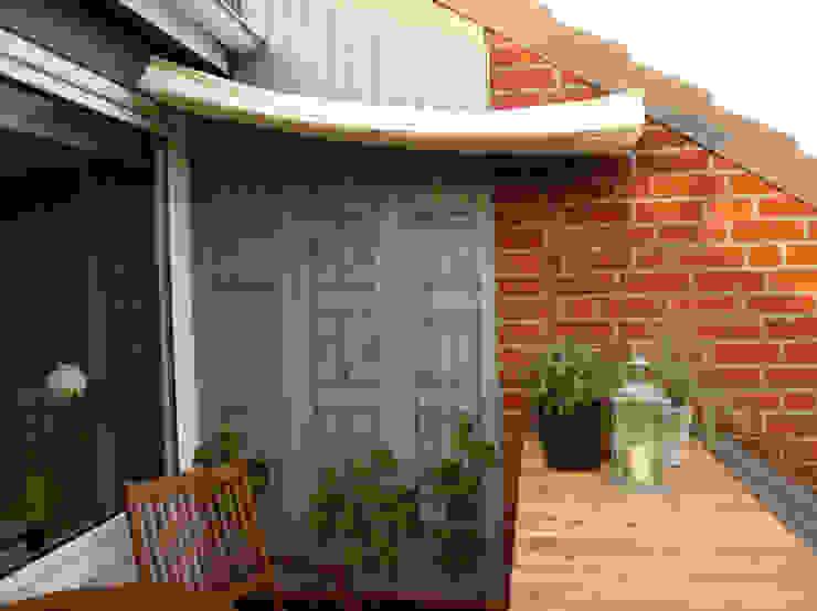 über den Dächern Moderner Balkon, Veranda & Terrasse von Raumagentur - ArteFakt Modern