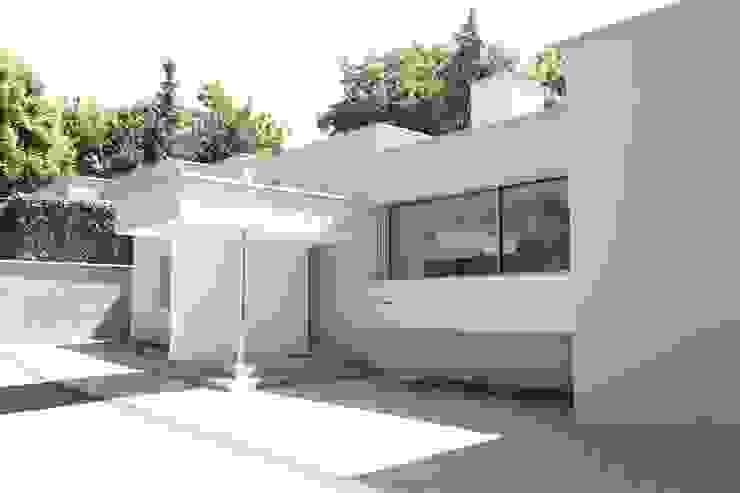 모던스타일 주택 by Neugebauer Architekten BDA 모던
