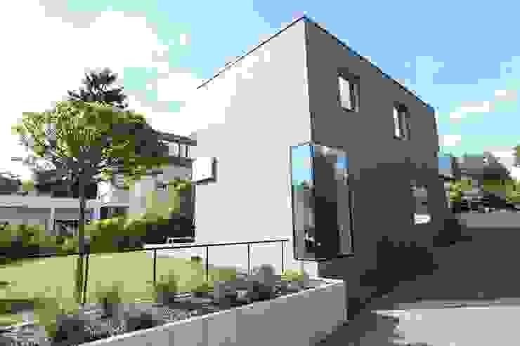 Frontfassade Moderne Häuser von Neugebauer Architekten BDA Modern
