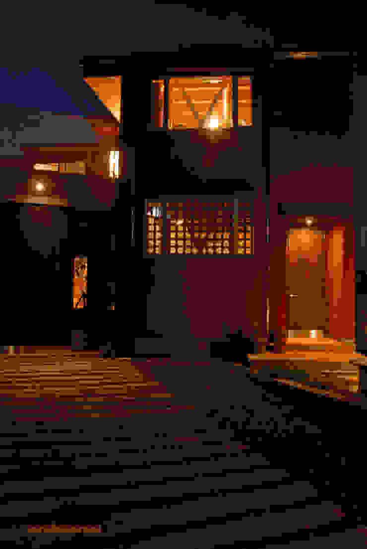 たっぷり歩かせるアプローチ モダンな庭 の アグラ設計室一級建築士事務所 agra design room モダン