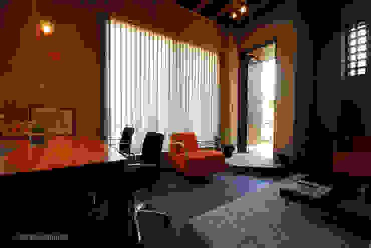 1階にあるセカンドリビング モダンデザインの リビング の アグラ設計室一級建築士事務所 agra design room モダン