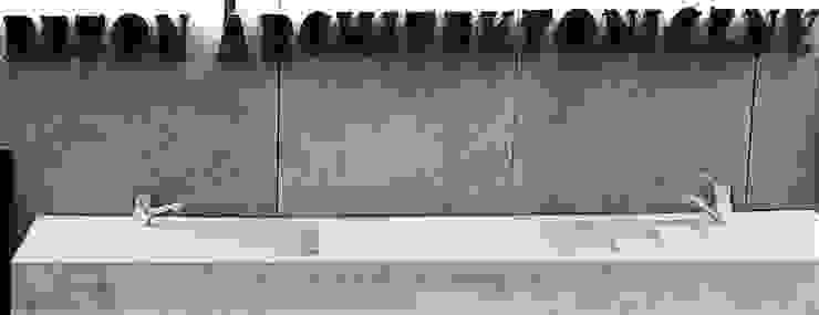 Beton architektoniczny Nowoczesna łazienka od Bettoni Nowoczesny Drewno O efekcie drewna