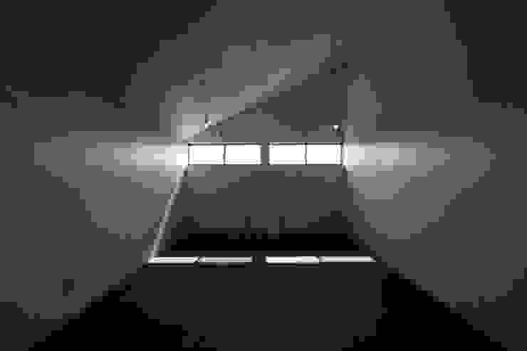 Salas de entretenimiento de estilo  por 加門建築設計室, Moderno