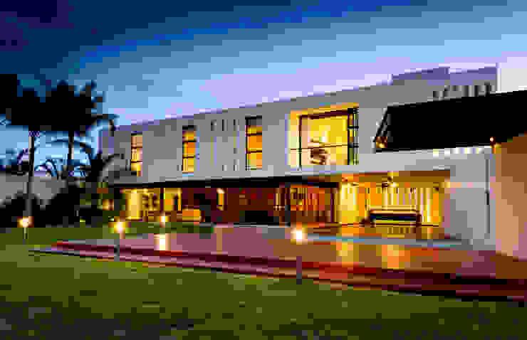 Residencia 41BJ Balcones y terrazas de estilo moderno de r79 Moderno