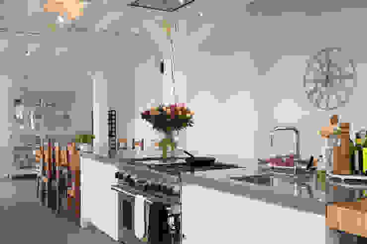 Modern kitchen by Tieleman Keukens Modern