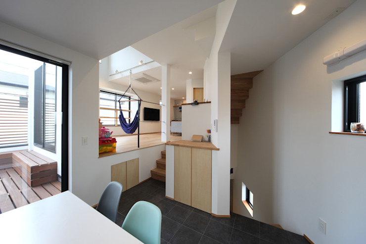 稚児宮通の家 モダンデザインの リビング の 加門建築設計室 モダン