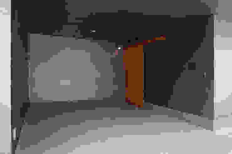 船原町の家 モダンデザインの ガレージ・物置 の 加門建築設計室 モダン