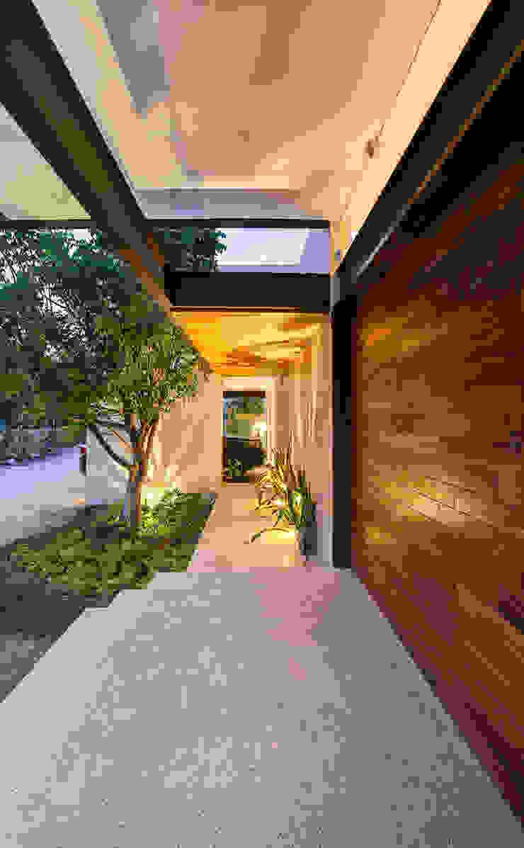 r79 Couloir, entrée, escaliers modernes