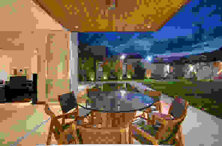 r79 Modern balcony, veranda & terrace