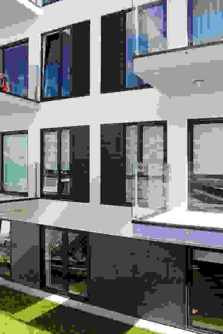 Modern balcony, veranda & terrace by Sónia Cruz - Arquitectura Modern
