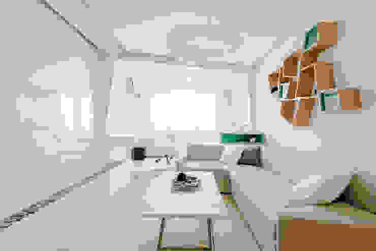 Salas de estar minimalistas por Михаил Новинский (MNdesign) Minimalista