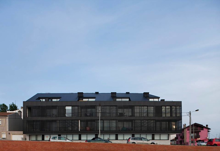 Santiago - Alçado frente Casas modernas por Sónia Cruz - Arquitectura Moderno