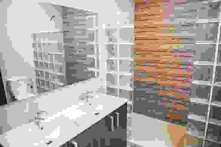 Mohedano Estudio de Arquitectura S.L.P. Ванная комната в стиле модерн