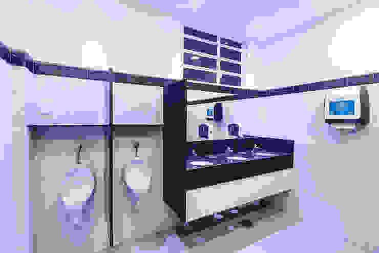 Habib's Bancários Banheiros modernos por Martins Lucena Arquitetos Moderno