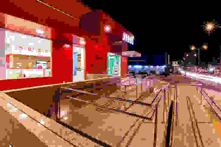 Habib's Bancários Corredores, halls e escadas modernos por Martins Lucena Arquitetos Moderno